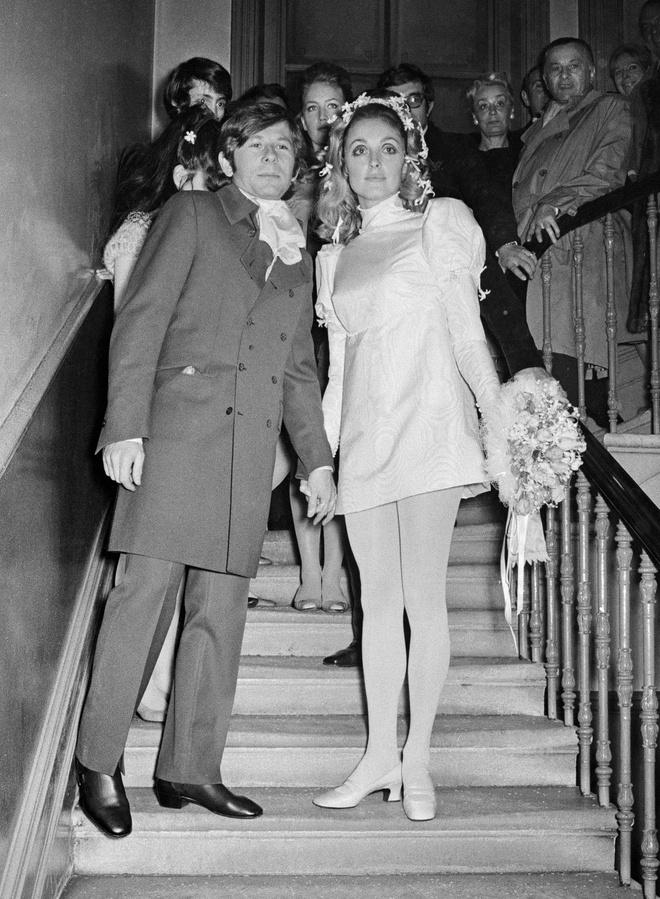 О них мечтали все: свадебные платья звезд, которые поступили в продажу после торжества (фото 11)