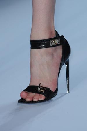 Показ Givenchy коллекции сезона Весна-лето 2012 года Prêt-à-porter - www.elle.ru - Подиум - фото 315657