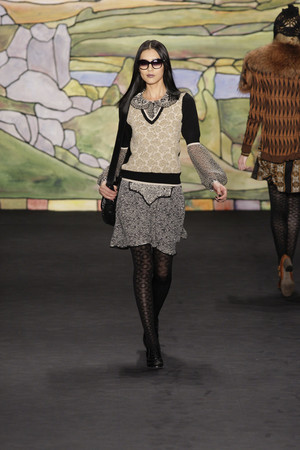 Показ Anna Sui коллекции сезона Осень-зима 2010-2011 года prêt-à-porter - www.elle.ru - Подиум - фото 146720