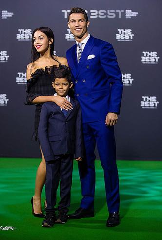 Криштиану Роналду с сыном и Джорджиной Родригес