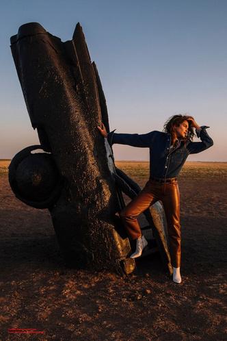 Синди Кроуфорд снялась в рекламной кампании Acne (фото 2.1)