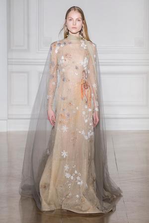 Показ Valentino коллекции сезона Весна-лето  2017 года Haute couture - www.elle.ru - Подиум - фото 616692