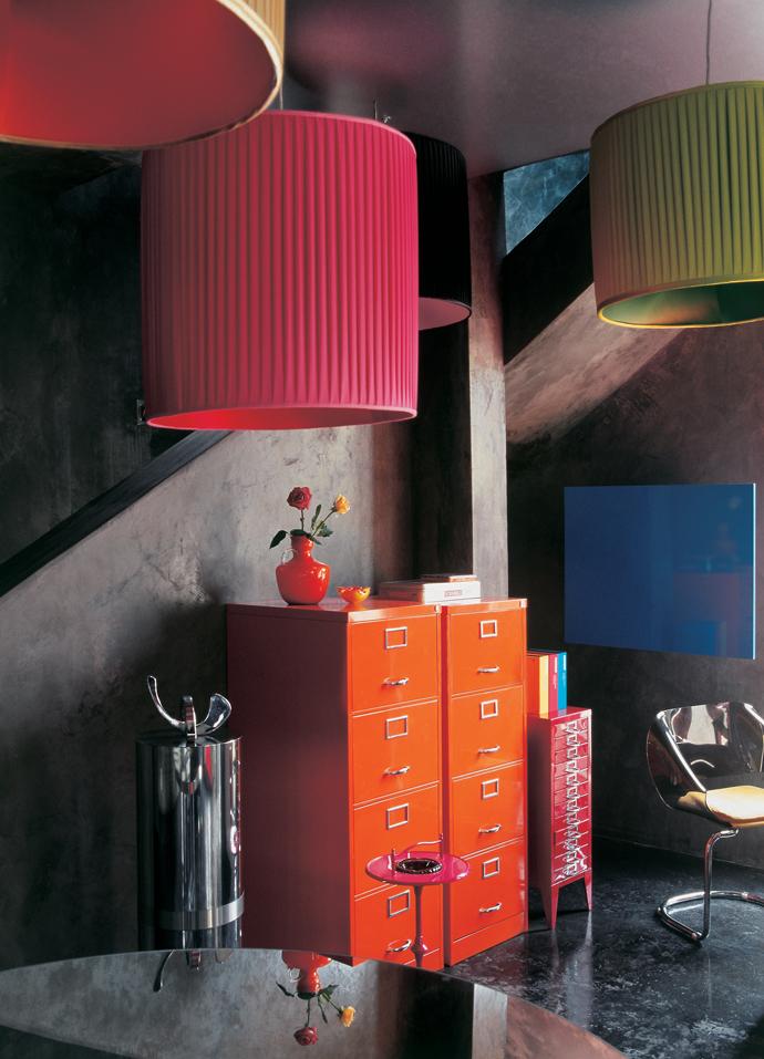 Модный интерьер с бетонными стенами (фото 19)