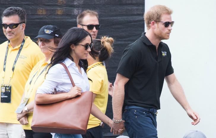 Меган Маркл и принц Гарри отправились на чаепитие с королевой фото [1]