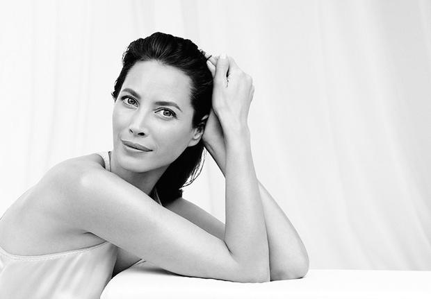Кристи Тарлингтон (45 лет) заключила контракт с компанией Pfizer, выпускающей БАДы Imedeen