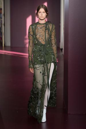 Показ Valentino коллекции сезона Осень-зима 2017-2018 года Haute couture - www.elle.ru - Подиум - фото 624244
