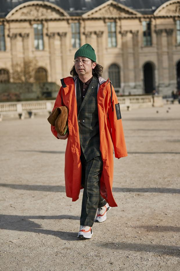 Красные куртки против желтых жилетов: стритстайл на Неделе мужской моды в Париже (фото 5)