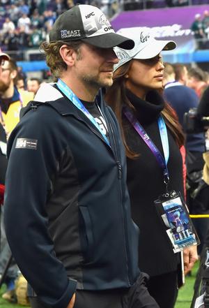Фото дня: Ирина Шейк и Брэдли Купер на «Супербоуле-2018» (фото 2)