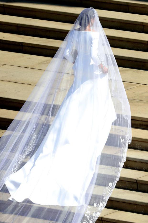 Тайные знаки: дизайнер Клэр Уэйт Келлер рассказала в подробностях о свадебном платье Меган Маркл (фото 3)