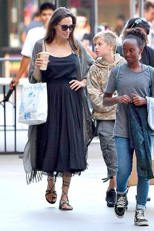 Богатые тоже плачут: что происходит со здоровьем Анджелины Джоли? фото [4]