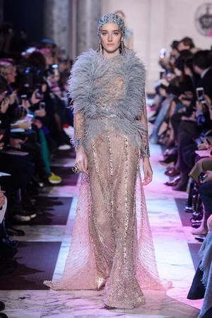 Показ Elie Saab коллекции сезона Весна-лето 2018 года Haute couture - www.elle.ru - Подиум - фото 675281