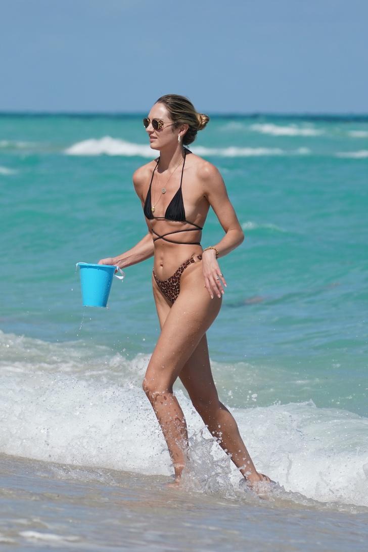 Бикини с пикантной шнуровкой: Кэндис Свейнпол вновь — «королева пляжа» (фото 5)