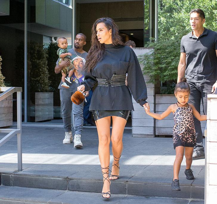 Ким и Канье с детьми