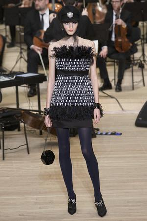 Показ Chanel коллекции сезона Pre-fall  2018 года Metiers d'Art - www.elle.ru - Подиум - фото 668711