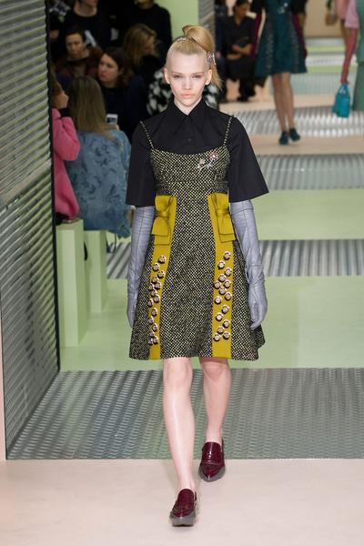 Показ Prada на Неделе моды в Милане | галерея [1] фото [21]