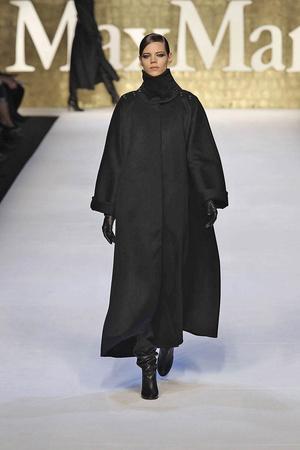 Показы мод Max Mara Осень-зима 2010-2011 | Подиум на ELLE - Подиум - фото 2745