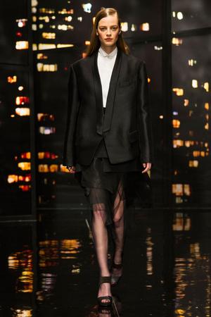 Показ Donna Karan New York коллекции сезона Осень-зима 2015-2016 года prêt-à-porter - www.elle.ru - Подиум - фото 593908