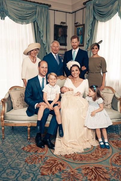 Появились официальные фотографии с крестин принца Луи (фото 1.2)