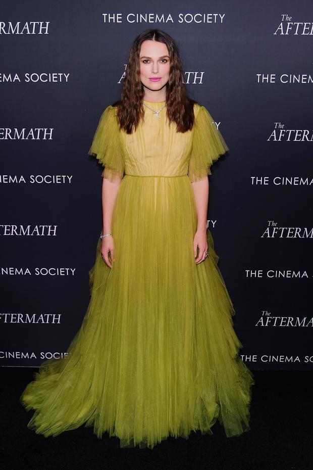 Весне дорогу: Кира Найтли в платье Valentino на премьере фильма «После» (фото 0)