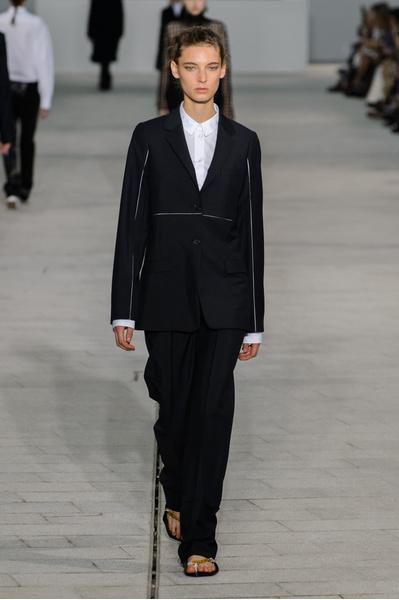 12 белоснежных рубашек в новой коллекции Jil Sander | галерея [1] фото [11]