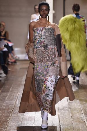 Показ Maison Martin Margiela коллекции сезона Осень-зима 2014-2015 года haute couture - www.elle.ru - Подиум - фото 585101