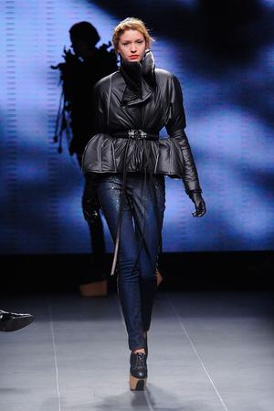 Показ Julien Fournie коллекции сезона Осень-зима 2011-2012 года Haute couture - www.elle.ru - Подиум - фото 278567