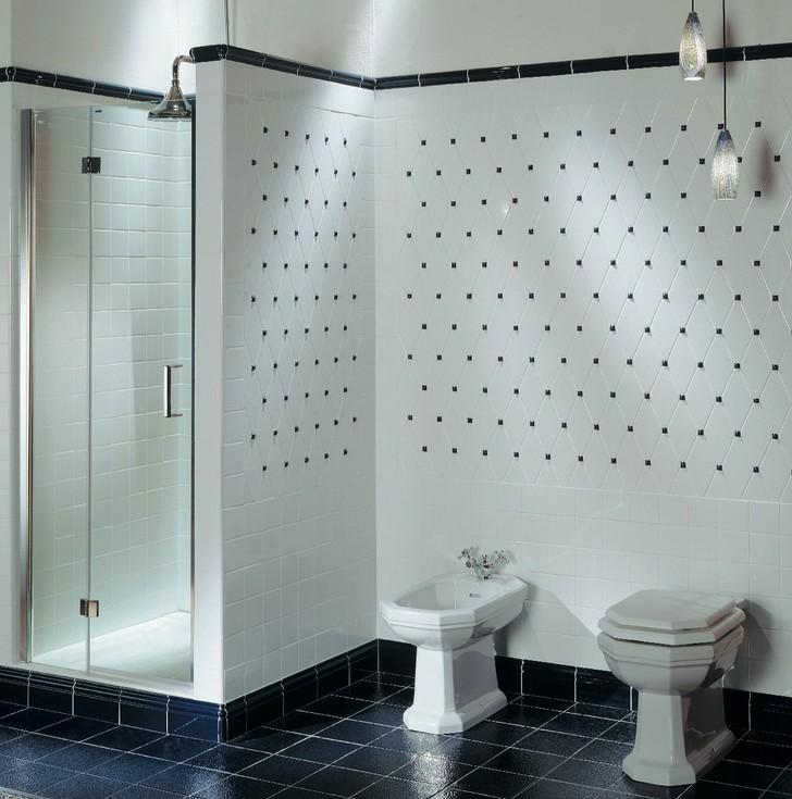 Плитка на стенах имитирует капитоне.