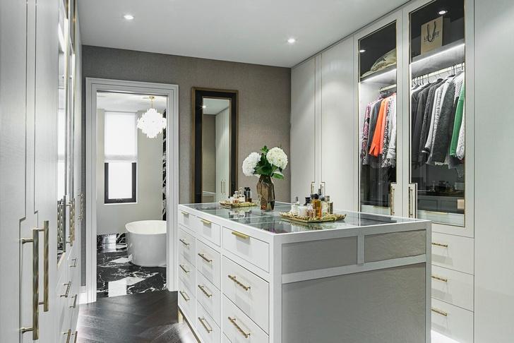 Латунь и мрамор: апартаменты в Торонто (фото 12)