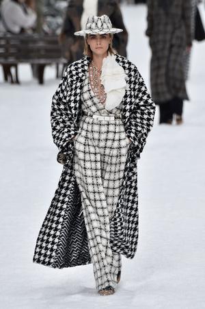 Последний показ эры Карла: Chanel RTW Fall 2019 (фото 2.1)