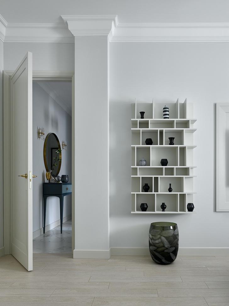 Блеск на воде: квартира в стиле современной классики (фото 12)