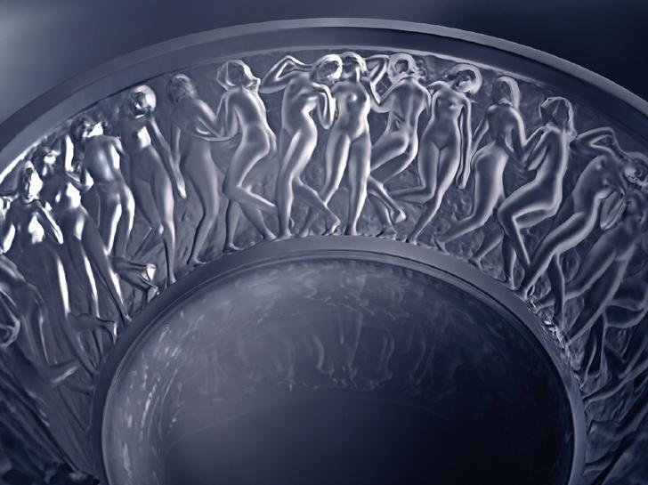 """Фрагмент декора """"Вакханки"""" и изображением танцующих изящных женских фигур"""