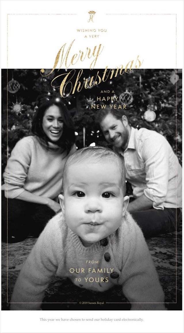 Самый обаятельный принц: сын Меган Маркл и принца Гарри на рождественской открытке (фото 1)