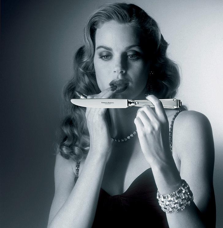 Рекламный постер возрожденной коллекции Art Deco.