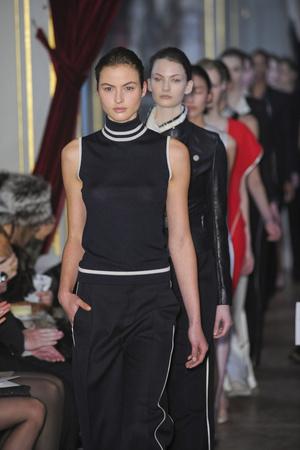 Показ Bouchra Jarrar коллекции сезона Весна-лето 2011 года Haute couture - www.elle.ru - Подиум - фото 214878