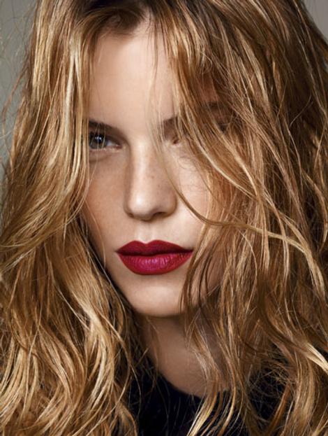 Повторяем макияж: красная помада