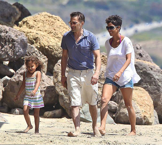 Холли Берри и Оливье Мартинес с дочерью Налой