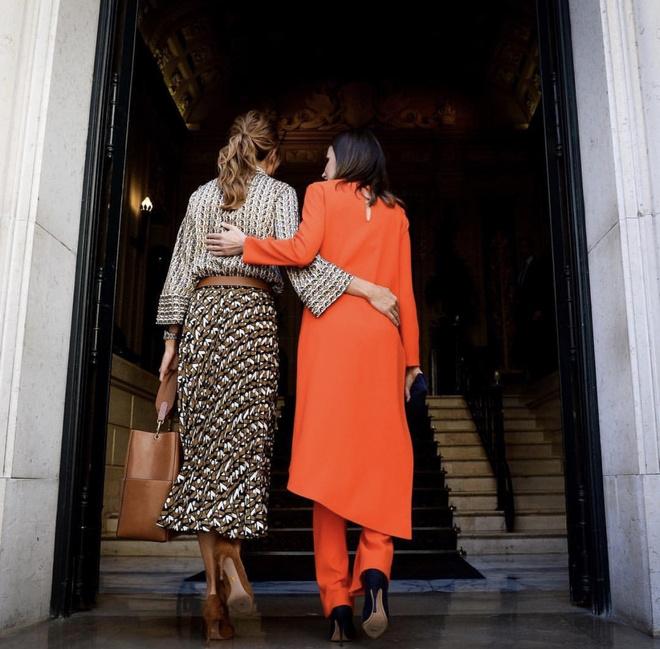 Шелковая «двойка» Zara на королевском приеме: самая стильная первая леди в мире (фото 6)