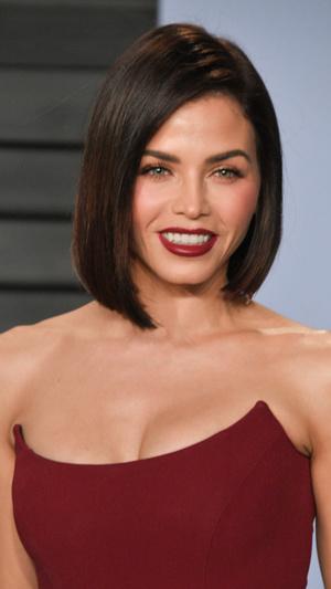Призрачная нить: самые откровенные платья звезд на вечеринке после «Оскара» (фото 3.2)