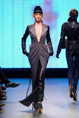 Показ Julien Fournie коллекции сезона Осень-зима 2011-2012 года Haute couture - www.elle.ru - Подиум - фото 278572