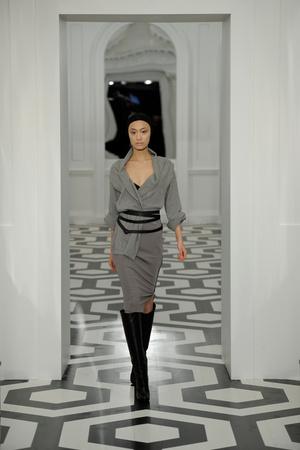 Показы мод Victoria Beckham Осень-зима 2011-2012 | Подиум на ELLE - Подиум - фото 2391