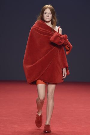 Показ Viktor & Rolf коллекции сезона Осень-зима 2014-2015 года haute couture - www.elle.ru - Подиум - фото 585191