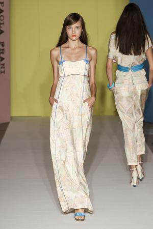 Показы мод Paola Frani Весна-лето 2012 | Подиум на ELLE - Подиум - фото 1913