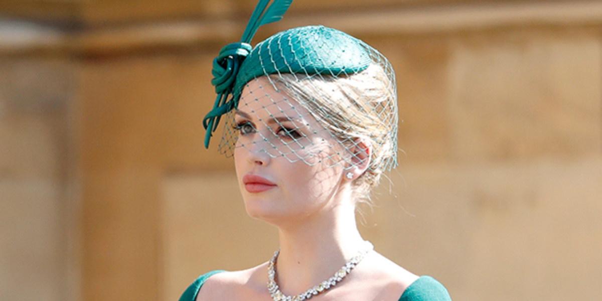 Смотреть Королевский выход: племянница принцессы Дианы стала моделью намодном показе видео