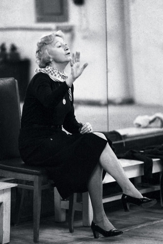 Галина Уланова на репетиции в Большом театре, 1980 год.