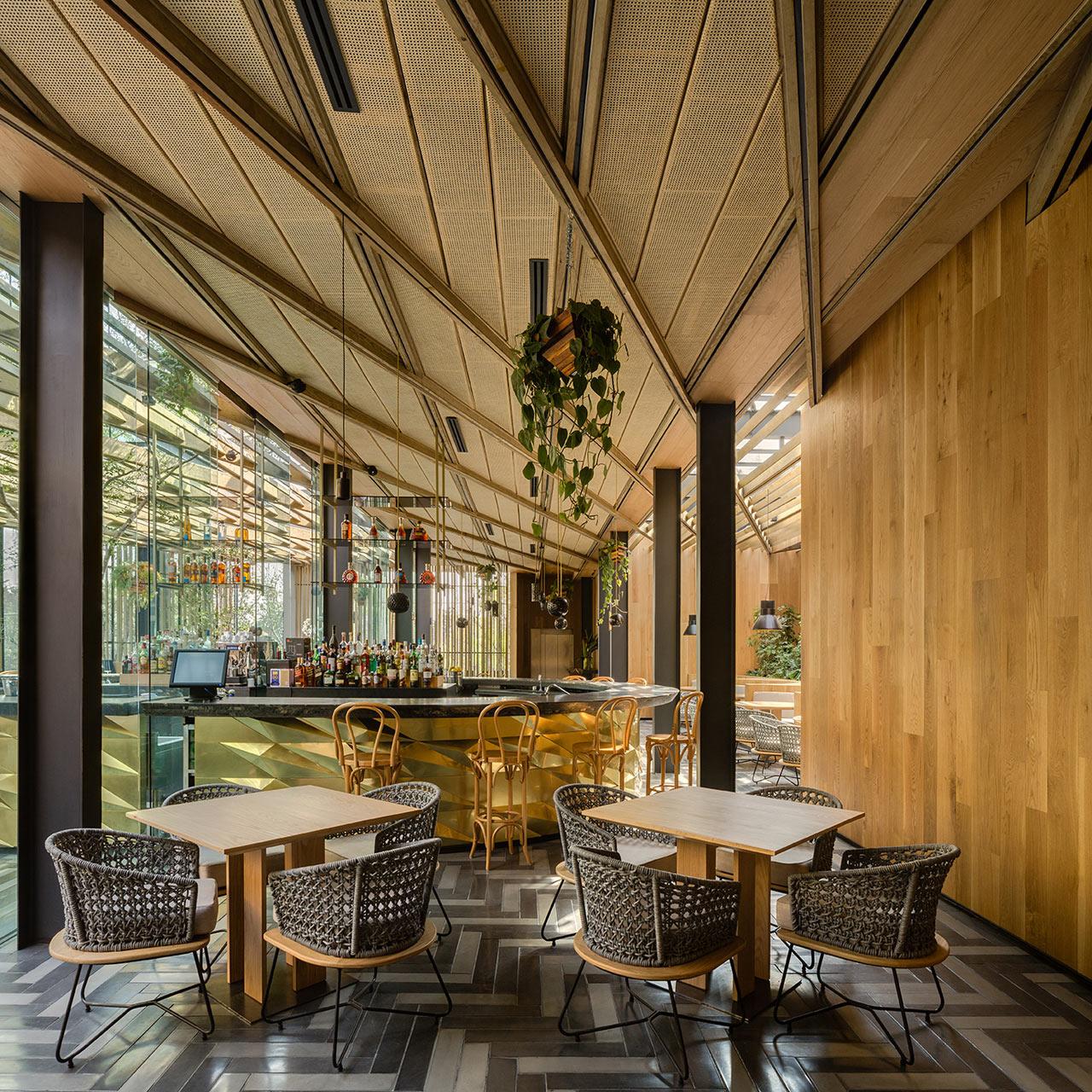 Дерево и стекло: современный ресторан в Мехико (галерея 5, фото 4)