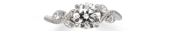Кольцо Adonis, белое золото, бриллианты, de Beers, 1 128 400 руб.