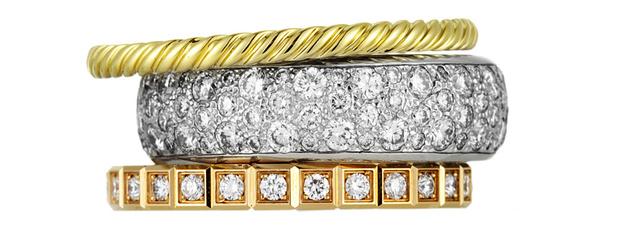 Кольцо Sculpted Cable, желтое золото, David Yurman, 39 100 руб. Кольцо, белое золото, бриллианты, de Beers, 395 200 руб. Кольцо Ice Cube, розовое золото, бриллианты, Chopard, 186 300 руб.