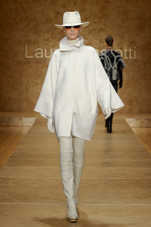 Показ Laura Biagiotti коллекции сезона Осень-зима 2011-2012 года prêt-à-porter - www.elle.ru - Подиум - фото 246889