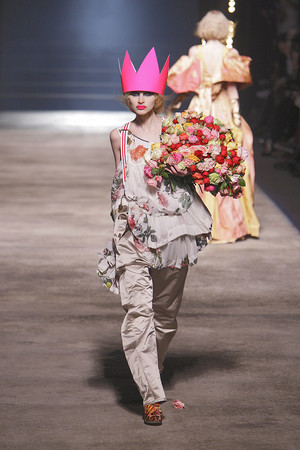 Показ Vivienne Westwood коллекции сезона Осень-зима 2010-2011 года prêt-à-porter - www.elle.ru - Подиум - фото 155620