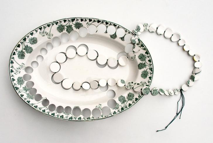 Пунктирная линия: керамические украшения Гезине Хакенберг (фото 2)